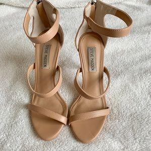 """Steve Madden """"Feelya"""" Sandal in nude - size 7M"""